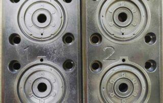Silikon-Spritzguß-Werkzeug-gereinigt-und-verdichtet-vorher